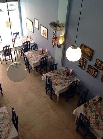 Compass Restaurant Bar and Bakery: delightfull decor