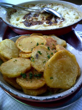 Daniel et Denise - Crequi: Best mac & cheese ever! (Plus some good potatoes)