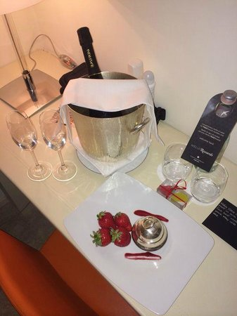Melia Villa Capri Hotel & Spa : Anniversary surprise, THANK YOU!