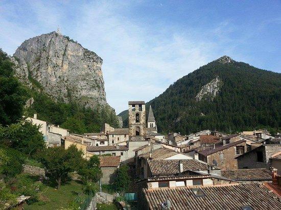 Camping Sandaya le Domaine du Verdon : Castellane à 20 minutes