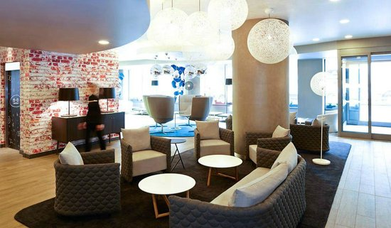 Ibis London City-Shoreditch : Reception Lobby