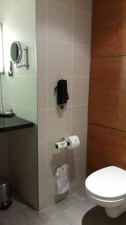 Hilton Leeds City: The Bathroom
