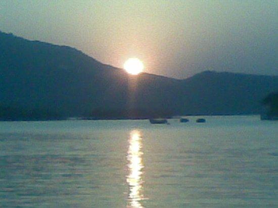 India Easy Travel.com: Pichola Lake Sunset
