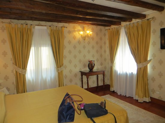 Hotel Palazzo Stern: Our bedroom (part of a suite).