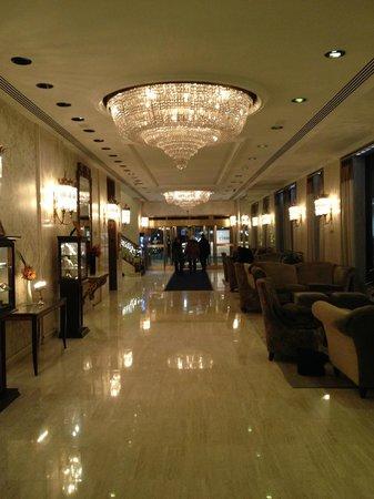 Park Lane Hotel: Back entrance