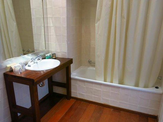 Hotel Trias: Baño