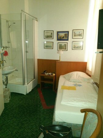 Hotel Alameda: душ в номере