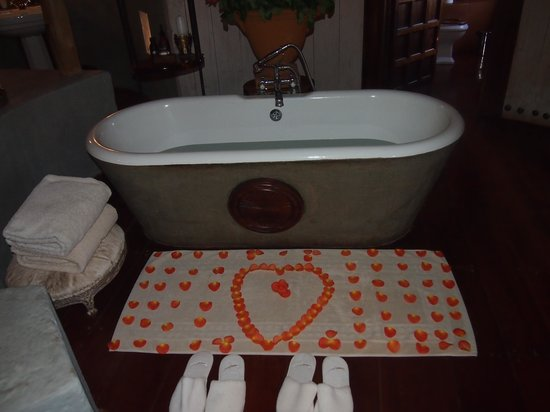 andBeyond Ngorongoro Crater Lodge: Decorated Bathmat