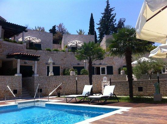 Aparthotel Bracka Perla: Pool area
