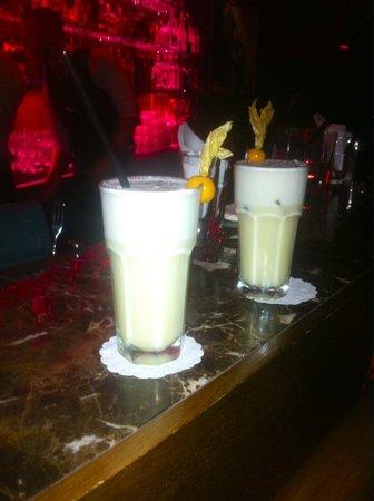 Sky Cafe Bar Restaurant : фирменный коктейль SKY