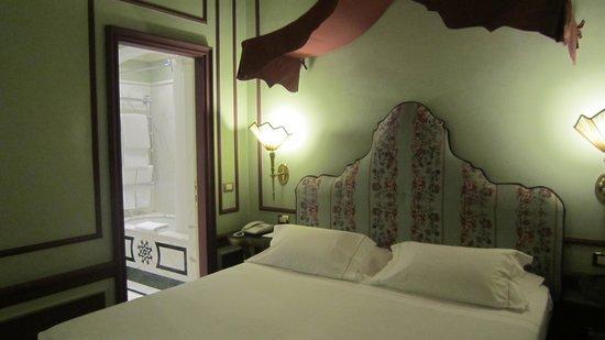 Santa Maria Novella Hotel : ベッド