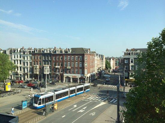 Hotel Notting Hill : Vista dall'hotel, fermata del tram davanti. Arriva fino alla stazione centrale