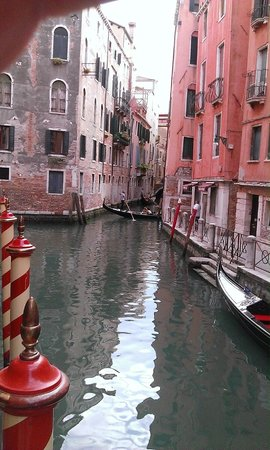 Starhotels Splendid Venice: Canal view from front of hotel