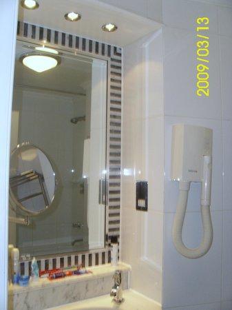 Kingsway Hall Hotel: Great Mirror