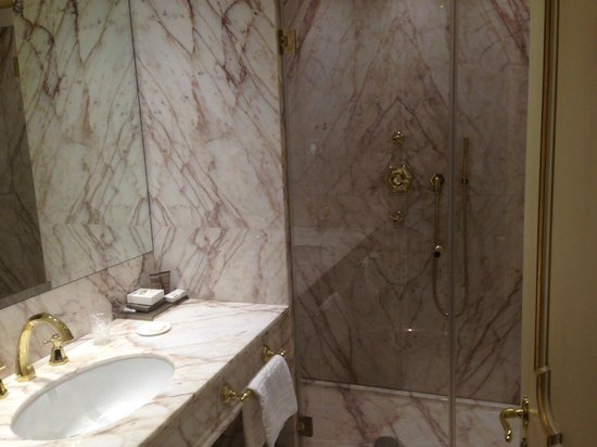 Hotel Ai Reali di Venezia : Standard-Marble bathroom, spacious shower