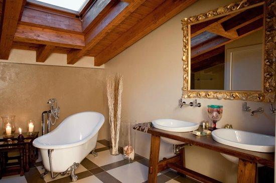 Quercia Belvedere Relais: Bagno Suite