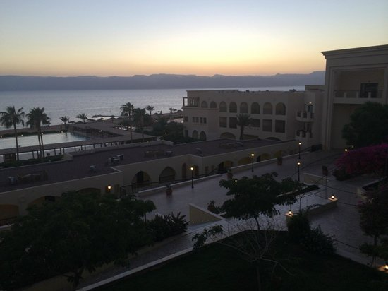Grand Swiss-Belresort Tala Bay, Aqaba: Balcony view at evening