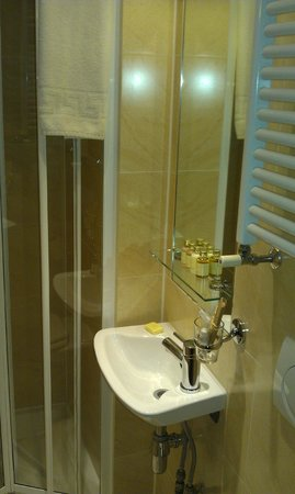 Studios2Let Serviced Apartments - Cartwright Gardens: Bathroom