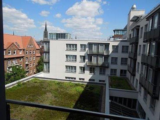 The Madison Hamburg: Aussicht von unserem Zimmer