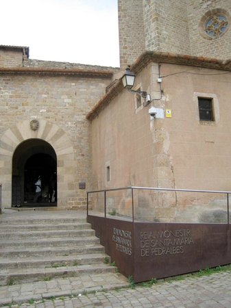 Reial Monestir de Santa Maria de Pedralbes : Cloister entrance