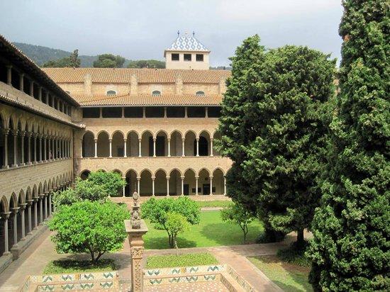 Reial Monestir de Santa María de Pedralbes: The courtyard