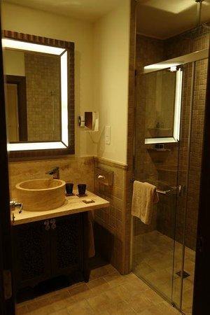 Tiara Miramar Beach Hotel Et Spa : la salle de bain