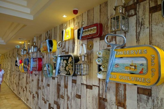 Tiara Miramar Beach Hôtel & Spa: Des oeuvres exposées