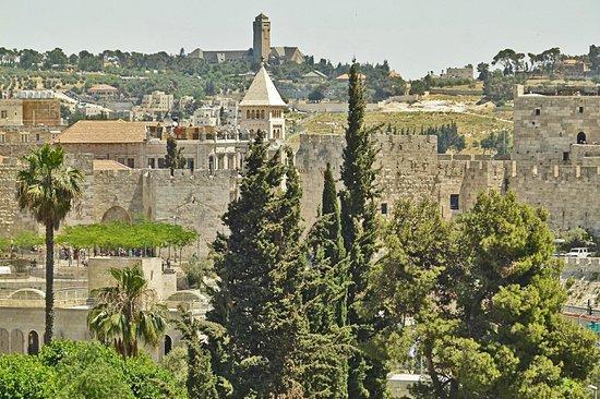 The King David: вид на старый город с балкона из окна