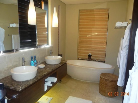 Conrad Pezula: Bathroom