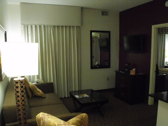 Quality Suites Lake Buena Vista: King Living Room
