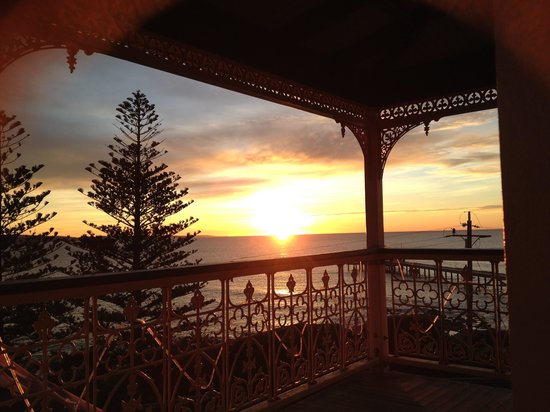 Grand Pacific Hotel Lorne : Morning view from the top balcony