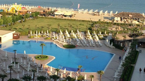 DIT Majestic Beach Resort : View of pool and beach from the balcony