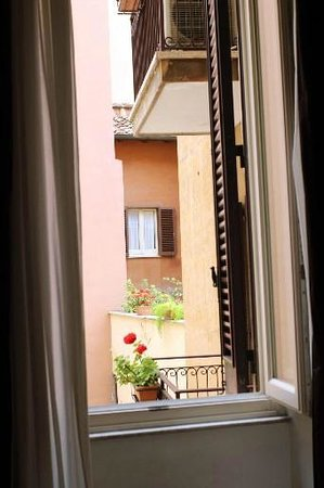Hotel delle Nazioni: Вид из окна на внутренний дворик