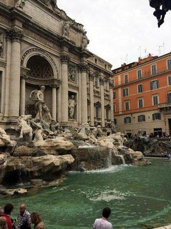 Hotel delle Nazioni: 50 метров от отеля фонтан Треви
