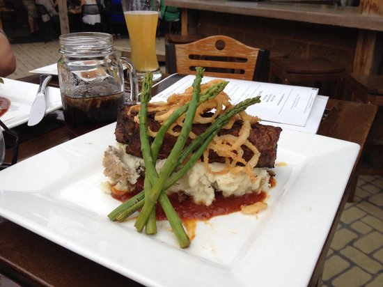 Murphy's Pub & Grill: Meatloaf. Hope your hungry!