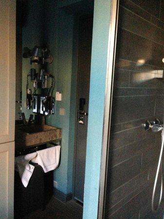 Cityden Museum District City Suites: In room bath