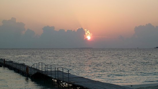 Reethi Beach Resort: sun set