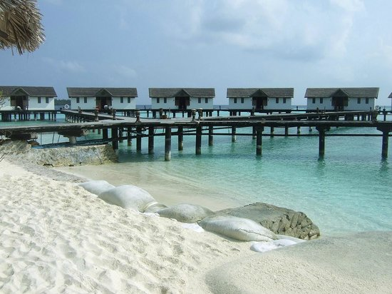 Reethi Beach Resort: Overwater bungalows