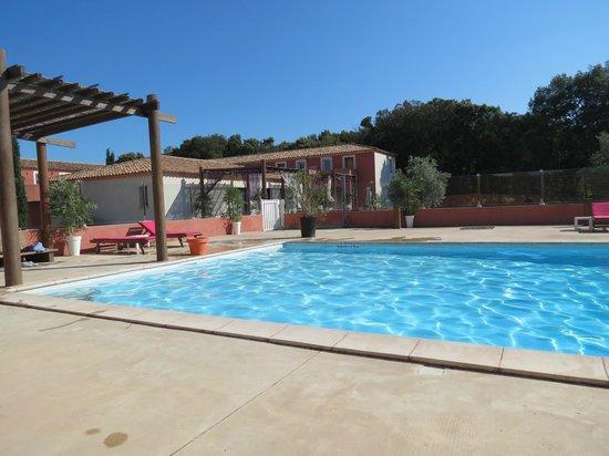 Domaine le Milos : la piscine