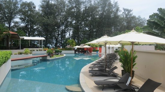 Dewa Phuket Resort Nai Yang Beach: Pool ,bar area