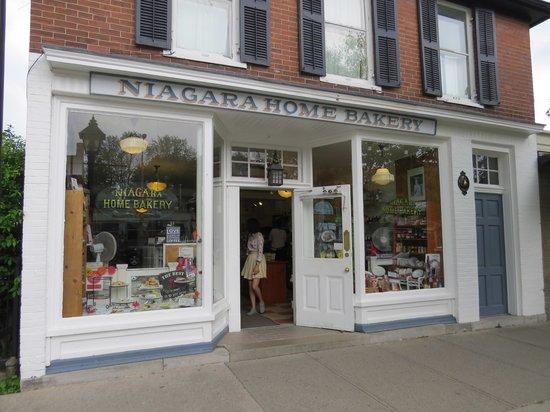 Gray Line Toronto: Shop at Niagara On The Lake