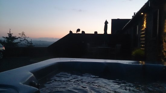 Balmeadowside Country Lodges and Cottages: Sunset from the hot tub