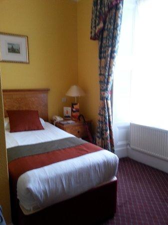 Royal Highland Hotel: Single room