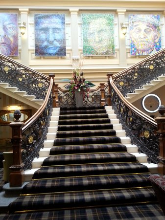 Royal Highland Hotel: Foyer area
