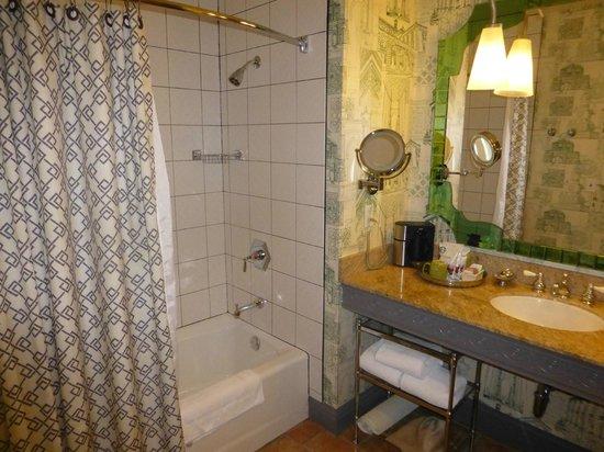 Kimpton Hotel Monaco Portland: Bathrrom