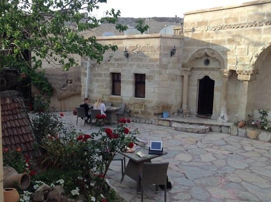 Cappadocia Palace: Lovely courtyard
