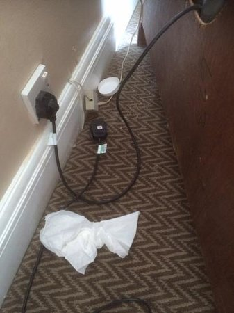 Crowne Plaza Leeds: A tissue lurking...in Room 623!