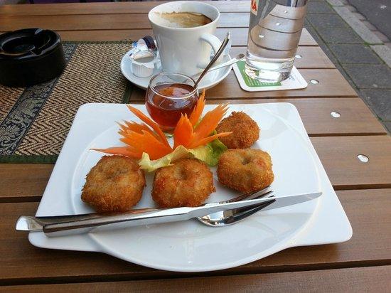 O-Sha Thai-Restaurant: Minced prawns with plum sweet-sour sauce
