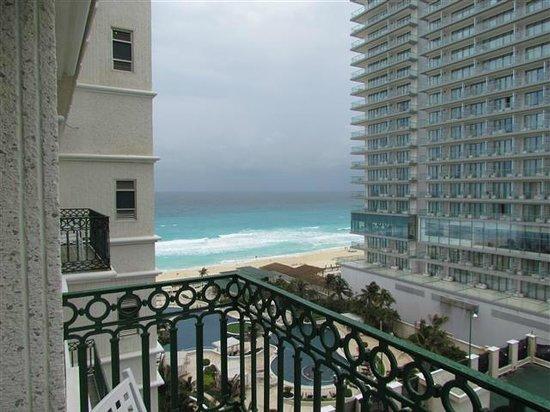 Sandos Cancun Lifestyle Resort: Vista do nosso quarto.