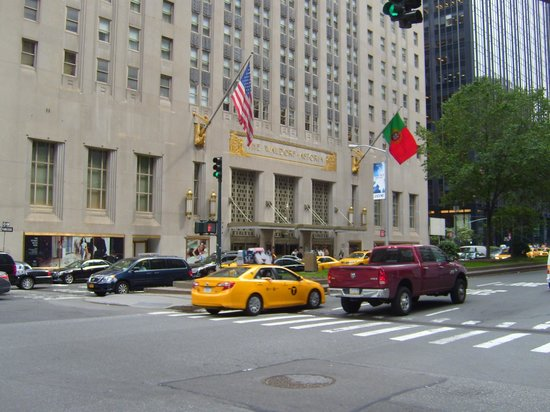 Waldorf Astoria New York: The Park Avenue entrance